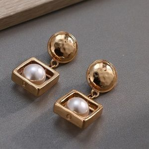 Jewelry - 🌟Gold Drop Earrings with Pearl 🌟